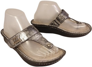 Alegria by PG Lite Thongs Distressed Leather For Woman silver Sandals
