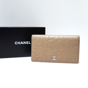Chanel Camellia Flower Beige/Taupe L Yen Leather Wallet for your Bag