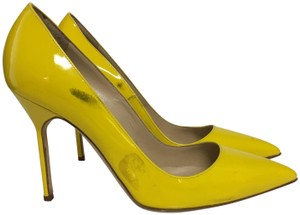 Manolo Blahnik Patent Leather Heels yellow Pumps
