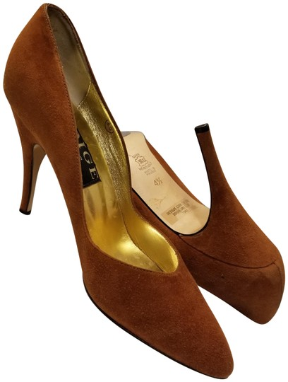 Preload https://img-static.tradesy.com/item/24314565/caramel-velvet-pumps-size-us-45-regular-m-b-0-3-540-540.jpg