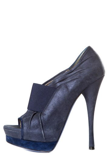 Preload https://img-static.tradesy.com/item/24314572/versace-blue-suede-platform-pumps-size-eu-375-approx-us-75-regular-m-b-0-0-540-540.jpg