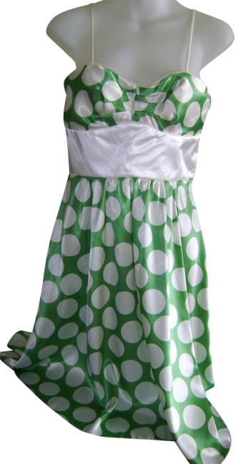 Preload https://img-static.tradesy.com/item/24314702/in-san-francisco-greenwhite-party-mid-length-cocktail-dress-size-8-m-0-3-650-650.jpg