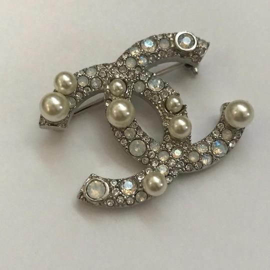 Chanel Silver Pearl Crystal Broach Pin Image 3
