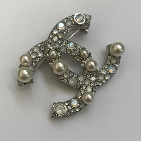 Chanel Silver Pearl Crystal Broach Pin Image 4