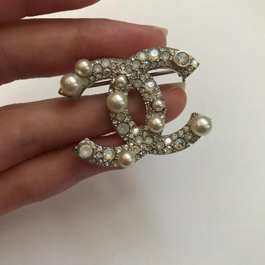 Chanel Silver Pearl Crystal Broach Pin Image 8
