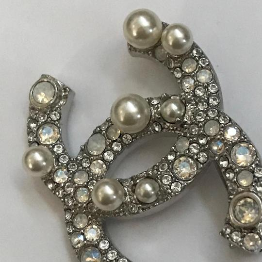 Chanel Silver Pearl Crystal Broach Pin Image 9