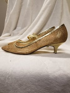 Adrianna Papell Gold Mesh Pumps Size US 7.5 Regular (M, B)