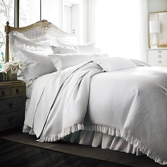 Preload https://img-static.tradesy.com/item/24315354/bloomingdale-s-white-1872-pique-duvet-comforter-cover-full-queen-other-0-0-540-540.jpg