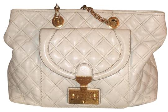 Preload https://img-static.tradesy.com/item/24315364/marc-jacobs-quilted-gold-chain-strap-white-lambskin-leather-shoulder-bag-0-1-540-540.jpg