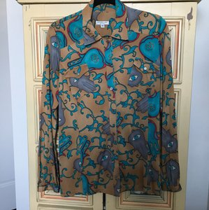 Nieves Lavi Button Down Shirt camel background/multi-turquoise print