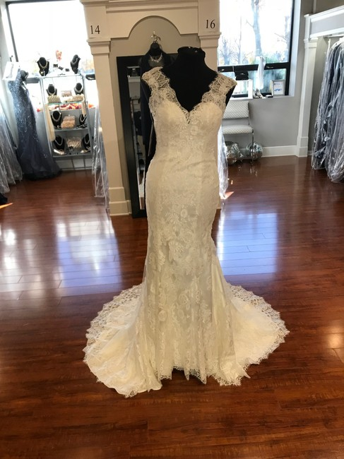 Allure Bridals Ivory Chantilly Lace 9068 Feminine Wedding Dress Size 6 (S) Allure Bridals Ivory Chantilly Lace 9068 Feminine Wedding Dress Size 6 (S) Image 1