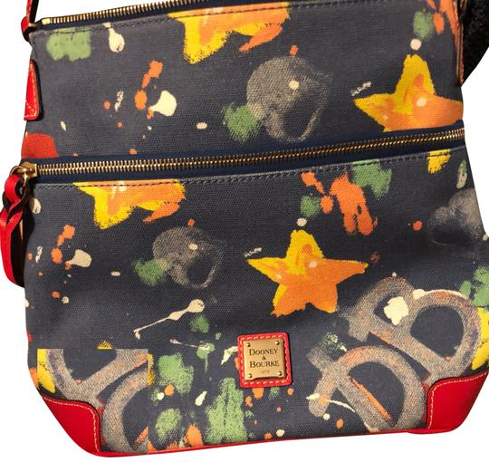 Preload https://img-static.tradesy.com/item/24322522/dooney-and-bourke-marabell-graphite-vinyl-cross-body-bag-0-3-540-540.jpg
