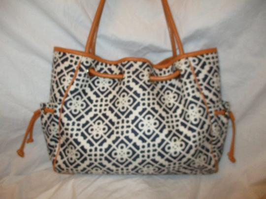 Spartina 449 Large Linen Leather 001 Tote in black, white & tan Image 5