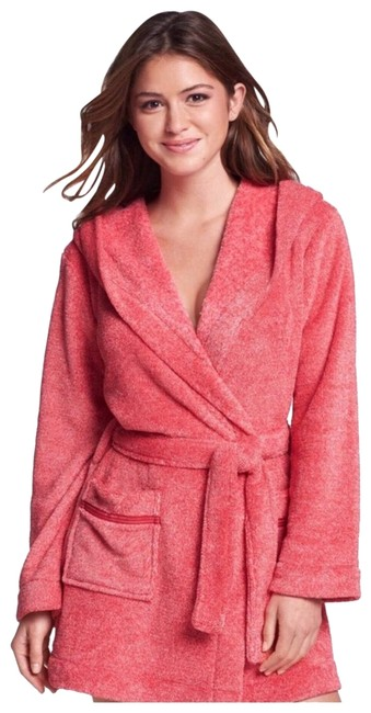Item - Pink Hooded Plush Super Soft Short Robe with Pockets Cover-up/Sarong Size 4 (S)