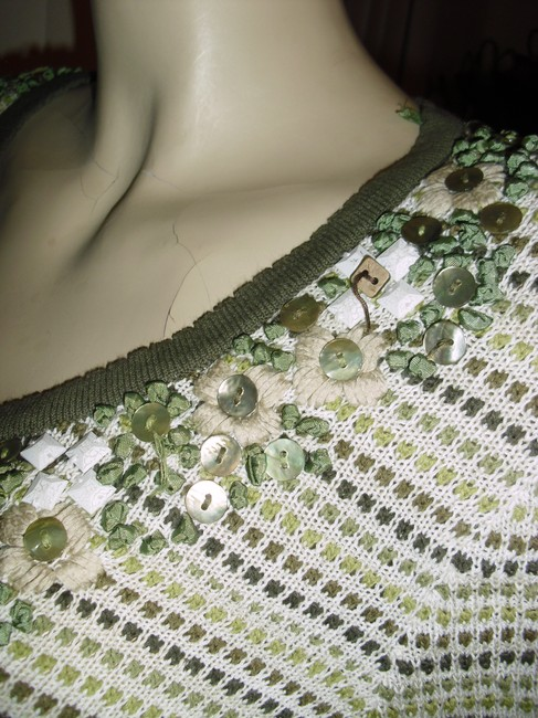 NIC+ZOE Mother Of Pearl Yarn Embroidery Ribbon Embroidery Pearly Buttons Cardigan
