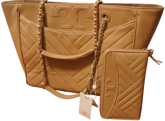 Preload https://img-static.tradesy.com/item/24327748/tory-burch-alexa-flat-aged-vachetta-and-matching-wallet-brown-leather-tote-0-3-540-540.jpg