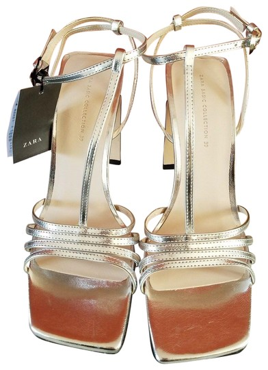 Preload https://img-static.tradesy.com/item/24327858/zara-silver-wide-high-sandals-size-us-8-regular-m-b-0-3-540-540.jpg