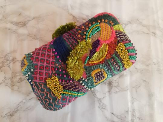 Preload https://img-static.tradesy.com/item/24328210/zara-new-women-resort-minaudiere-purse-multicolor-synthetic-clutch-0-6-540-540.jpg