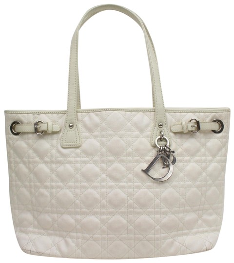 Preload https://img-static.tradesy.com/item/24328477/dior-cannage-quilted-small-panarea-868659-white-coated-canvas-tote-0-1-540-540.jpg