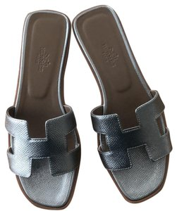 06d070c505 Silver Hermès Sandals Up to 90% off at Tradesy