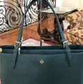 Tory Burch Leather Mother's Day 2pcs Set Gift Tote in Jitney Green Image 3