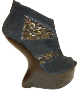 mark. Nwb Suede Wedge Black and Gold Platforms