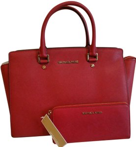 Michael Kors Saffiano Leather Mk Large Selma Crossbody Strap Matching Wallet Satchel in RED/Gold Tone Hardware