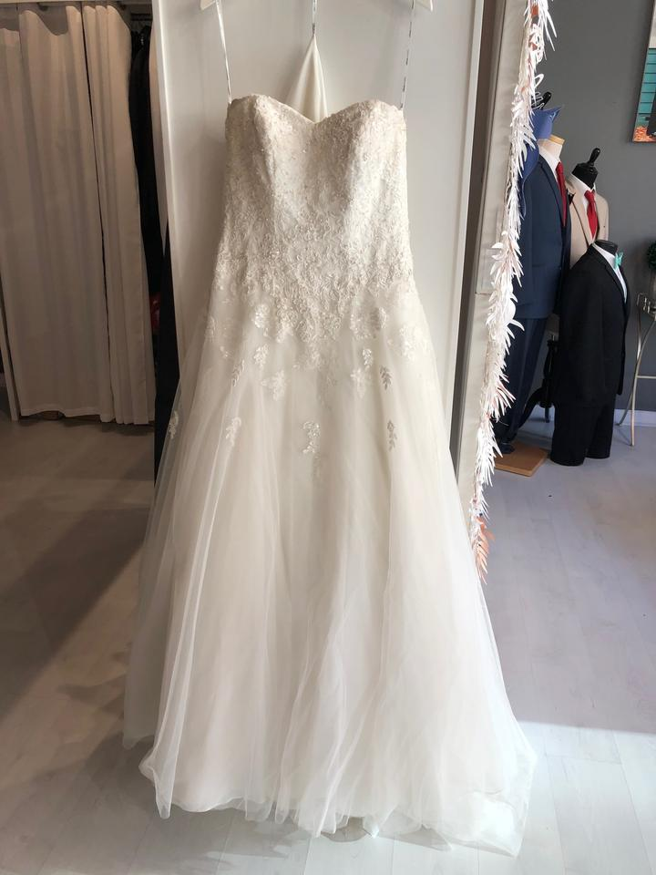 f3a5eaa0e56b Stella York Ivory Lace Applique On Tulle 5959 Traditional Wedding Dress Size  8 (M) ...