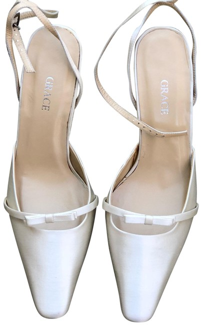 Item - Ivory Satin Pumps Size US 7 Regular (M, B)