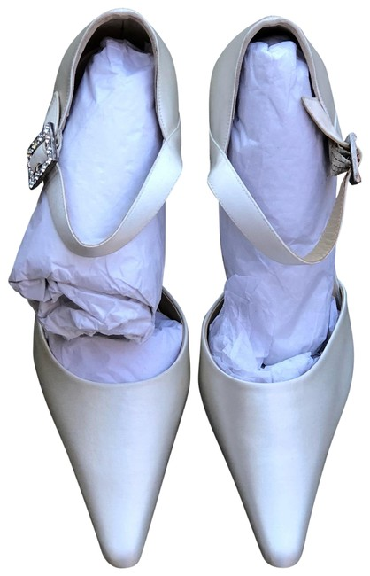 Item - Ivory Satin New Pumps Size US 7.5 Regular (M, B)