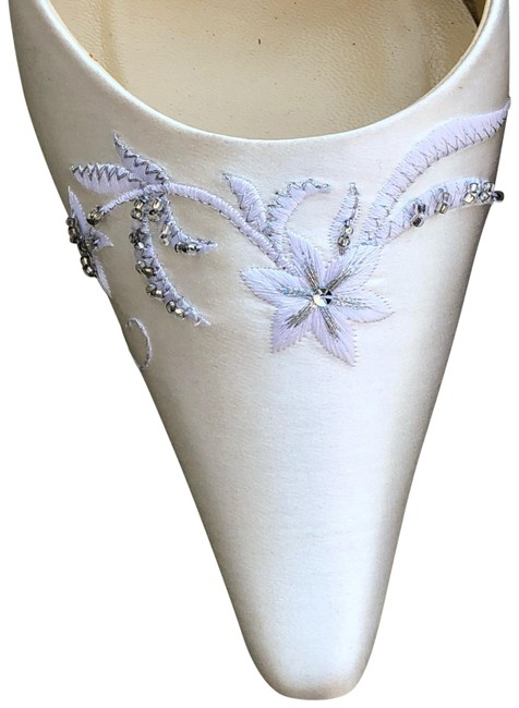 Item - Ivory Satin Beaded Pumps Size US 8 Regular (M, B)