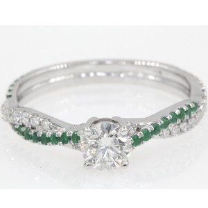 14k White Gold .74 Ct Round Cut Infinity Twisted with Emerald Engagement Ring