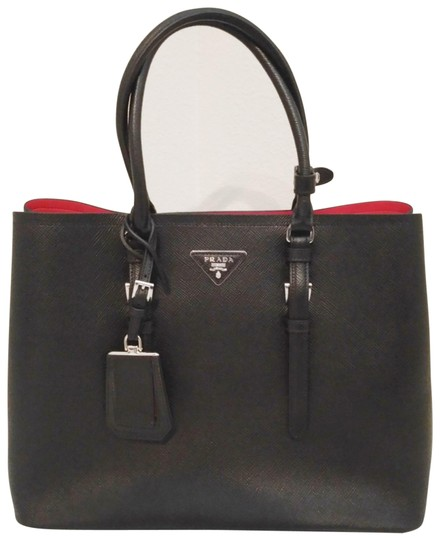 Preload https://img-static.tradesy.com/item/24343323/prada-double-nero-cuir-black-saffiano-leather-shoulder-bag-0-2-540-540.jpg