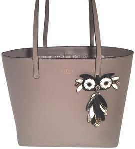Kate Spade Tote in cityscape