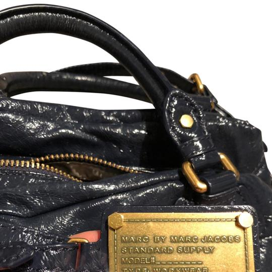 Preload https://img-static.tradesy.com/item/24347337/marc-by-marc-jacobs-navy-blue-leather-satchel-0-1-540-540.jpg