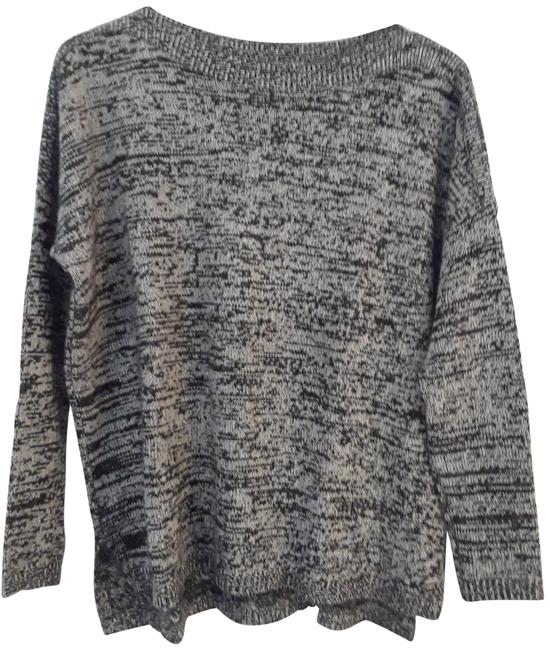 Preload https://img-static.tradesy.com/item/24348299/black-and-white-sweater-0-1-650-650.jpg