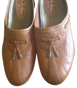 Cole Haan Tan leather. Flats