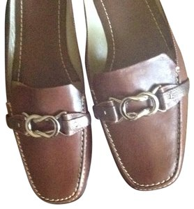 Cole Haan Brown leathet. Flats