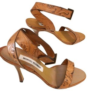 Manolo Blahnik light brown Pumps