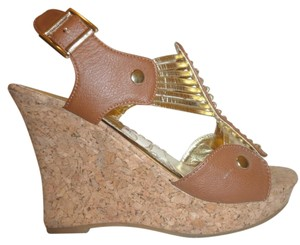 Forever Nwb Leather 6 B Tan and Gold Wedges