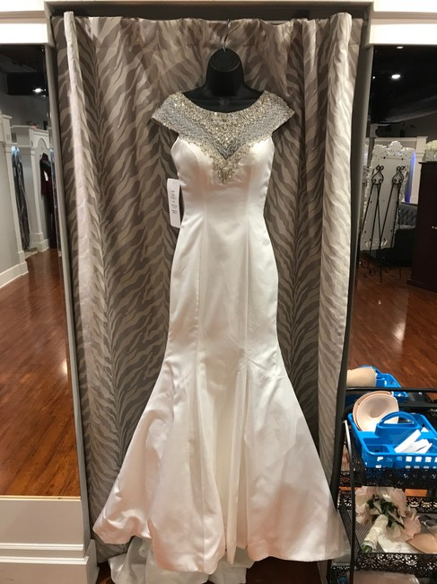 Item - Diamond White Silver Satin 9209 Feminine Wedding Dress Size 2 (XS)