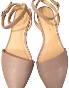 Chinese Laundry Nude/ taupe Flats