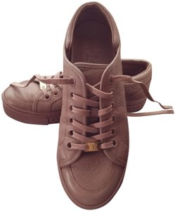 5a99ae4e3a20 Louis Vuitton Sneakers - Up to 90% off at Tradesy (Page 2)