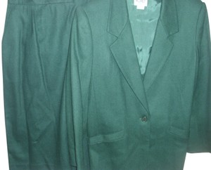 104d27559f4 Koret Holiday Christmas green pure wool vintage Koret Petites suit pencil sk