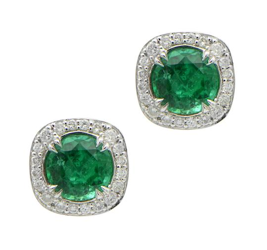Preload https://img-static.tradesy.com/item/24359594/green-emerald-139ct-stud-with-halo-earrings-0-0-540-540.jpg