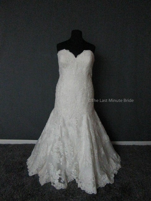 Allure Bridals Ivory Lace W360 Feminine Wedding Dress Size 26 (Plus 3x) Allure Bridals Ivory Lace W360 Feminine Wedding Dress Size 26 (Plus 3x) Image 1