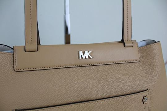 Michael Kors Tote in Butternut/Gold Image 6
