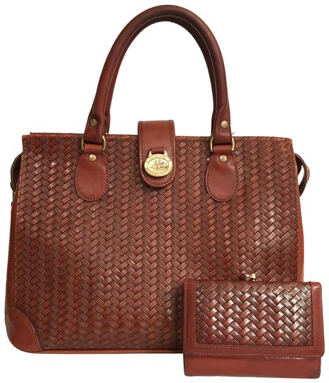 Preload https://img-static.tradesy.com/item/24361779/brahmin-woven-pattern-and-wallet-brown-gold-leather-satchel-0-1-540-540.jpg