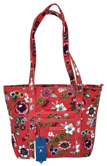 Preload https://img-static.tradesy.com/item/24361992/vera-bradley-new-iconic-floral-lightweight-quilted-cotton-tote-0-1-540-540.jpg