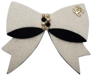Chanel Gold-tone Chanel interlocking CC bow brooch